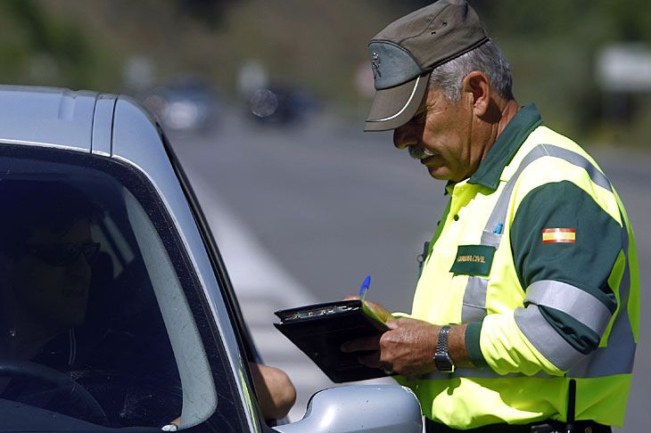 guardia civil multando